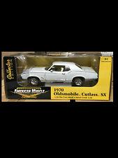 1970 Cutlass SX WHITE Oldsmobile 1:18 Ertl American Muscle 33775