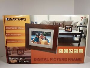 """Smartparts SP72 7"""" Digital Picture Frame, stores up to 3000 photos"""