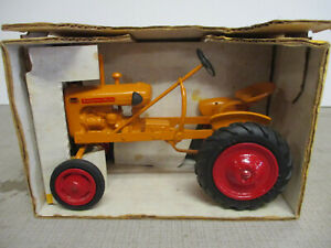 """Minneapolis Moline V Toy Tractor """"1988 Toy Tractor Times"""" 1/16 Scale, NIB"""