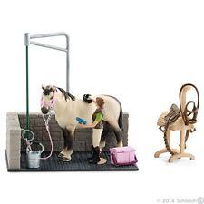 Schleich - HORSE WASH AREA Set inc. *Exclusive Horse* + Carer Figure (42104) NEW