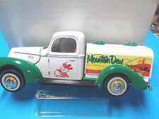 Classic  Diecast -- 1/24 --1940 Ford Mountain Due Truck
