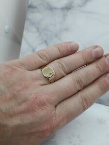 Thin 9ct yellow Gold Signet ring weight 3.30 grams size Z Value £215 boxed