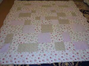 Nice Pink & Green Block & Bar Pattern w/Rose Frame Quilt