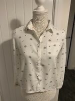 H&M Women's blouse - White patterned with birds. Eur 152 Used VGC