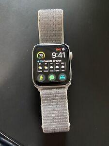 Apple Watch Series 5 44mm Silver Aluminum Case GPS