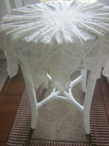 """VINTAGE/ANTIQUE CROCHETED ROUND TABLE TOPPER WHITE 16 PTS 38""""-40"""""""