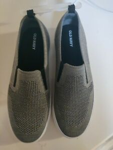 NWT Old Navy Gray Slip On Knit Shoes Size 6 Boys. NEW