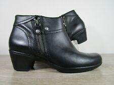 ***Women's Clarks Size 8M Black Booties Zipper Accent