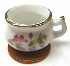 1:12 Scale White Ceramic Chamber Pot With A Pink Motif Dolls House Bedroom P42