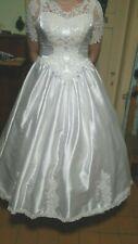 ein Brautkleid/Kostüm in weiß Gr 44/46/48