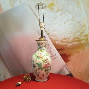 Alte chinesische Vasenlampe Porzellan Tischlampe mit Floralen Motiv