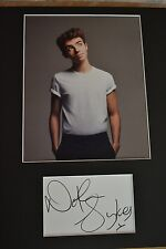 "NATHAN SYKES  AUTOGRAPH SIGNED  CARD (10"" X 8"" PHOTO) (THE WANTED)  COA 55"