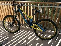 Magnifique vélo VTT DH Specialized demo 8 bike taille S