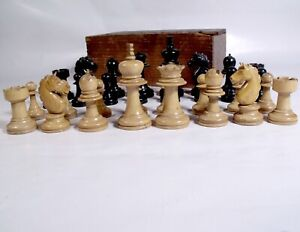 VINTAGE BOXWOOD CHESS SET fine carved KNIGHTS STAUNTON STYLE in wood