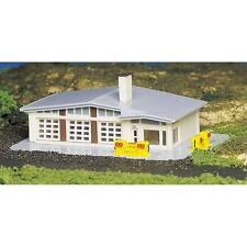 Bachmann Gas Station Built-Up N Train Building 45904