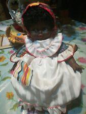 Bambola di colore Vintage Gaber con sedia a dondolo