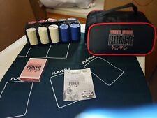 Jeux De Casino Poker Set Comprend Mat 200 chips rack et carte setthis est NEUF