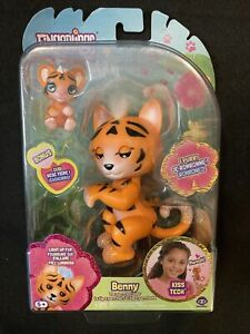 Fingerlings Benny The Purrrfect Tiger & Kali The Cub 35+ Sounds Light-Up Fur New
