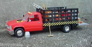 Contractors Rack Truck 1/24 scale w Danbury Mint Coca Cola & 24 Pc Accessory Set