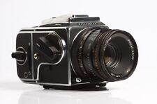 Hasselblad 503 CXi + Zeiss Planar CF 2,8/80 T* + Magazin A12 +Lichtschachtsucher