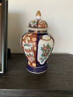 Vtg Japanese, vivid hand painted for Robinson's in Hong Kong Rare Vase Imari