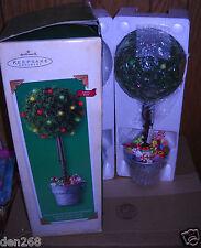 #8246 NIB Hallmark 2002 Sugar Plum Tabletop Topiary Lighted Display Tree