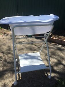 Infasecure bath stand  and baby bath - used twice! RRP over $100