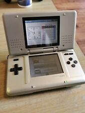 Nintendo DS Plata Original, Excelente Estado, cargador y cargador de coche