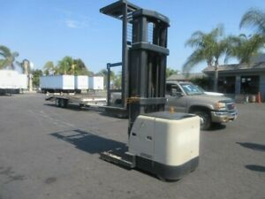 Crown SP3220-30 Order picker forklift - Works perfectly! Charger included