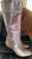 CLARKS WOMANS BROWN LEATHER BOOTS SIZE UK 5.5 - Good Condition