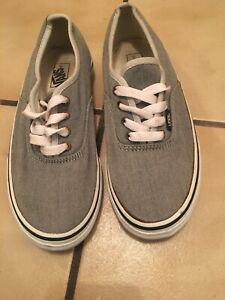 vans kids 2.5 gray skate shoes in great condition, clean, ready for school time