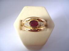 MAGNIFIQUE BAGUE JONC EN OR 18K, RUBIS ET DIAMANTS, or 18 carats.
