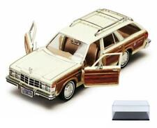 DIECAST CAR & CASE 1979 CHRYSLER LEBARON TOWN &COUNTRY WAGON MOTORMAX 73331 1/24