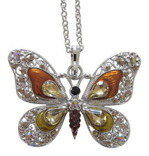 Collier, pendentif motif papillon couleur ambre dominant cristal autrichien.