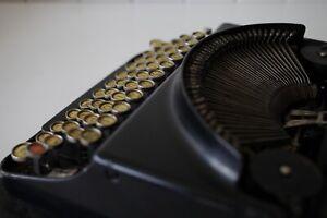 Antique Remington Portable Typewriter + Case ***** Working Condition *****