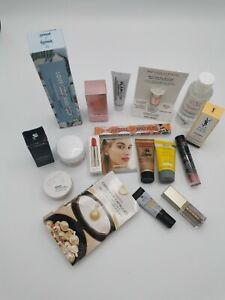 Feelunique beauty bag contains 17 beauty products including Bare minerals,