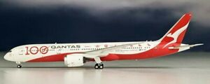 NG B-7890003A Qantas Airways Boeing 787-900 100th Anv VH-ZNJ Diecast 1/400 Model