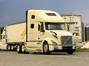 1/64 DCP WHITE VOLVO VNL 760 W/ HIGH ROOF SLEEPER
