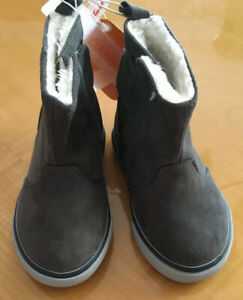 New GYMBOREE Gray Faux Suede Sneaker White Fur Lined Boots Toddler Boys Size 6