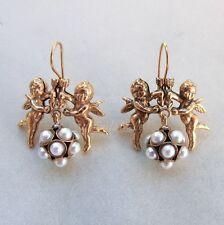 R Orecchini placcati oro antico con angeli e sfera di perle