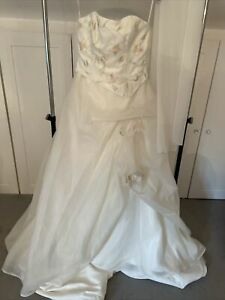 CLEARANCE! rrp £750 Fairytale Flower Wedding Dress - Fits A Size 12 Approx