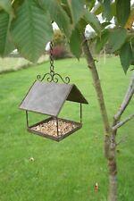 Toll verziertes Futterhaus / Vogelhäuschen zum Hängen aus Metall / Edelrost