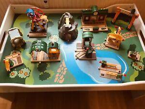 Brio Holzeisenbahn Tisch mit viel Zubehör