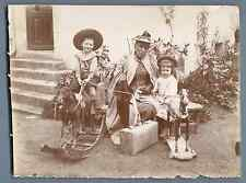 Les enfants, leur maman et les chevaux à bascule   Vintage citrate  print.  Ti