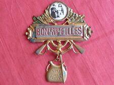 Broche décoration soldat BON POUR LES FILLES VIVE LA CLASSE armée française