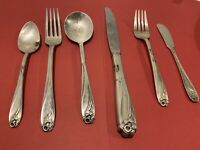 1847 Rogers Bros Is Daffodil Silverware Lot Of 6 : 2 Knifes, 2 Spoons, 2 Forks.