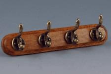 4-fach Kleiderhaken aus Holz und Messing Für 1:12 Puppenstuben 5,5 cm.