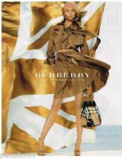 PUBLICITE ADVERTISING 105  2006  BURBERRY  sac imperm&ble trench-coat