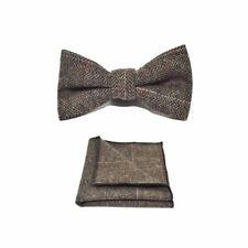 Luxury Herringbone Marrone Papillon & Fazzoletto da taschino Set-Tweed, con motivo a Plaid Media