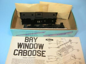 MIOB ATHEARN 1285 HO scale UNDECORATED BAY WINDOW CABOOSE KIT